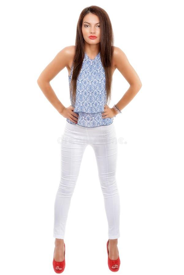 stilvolle Frau des schönen Brunette lokalisiert auf weißem backg lizenzfreie stockbilder
