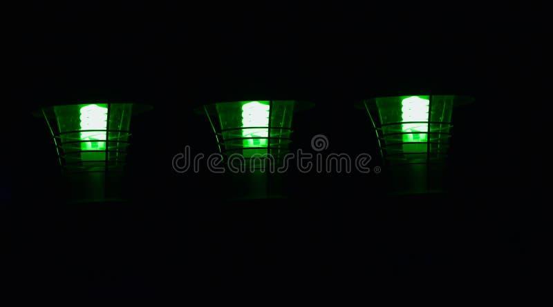 Stilvolle grüne Straßenlampen lokalisierten einzigartiges Foto des Gegenstandes stockbilder