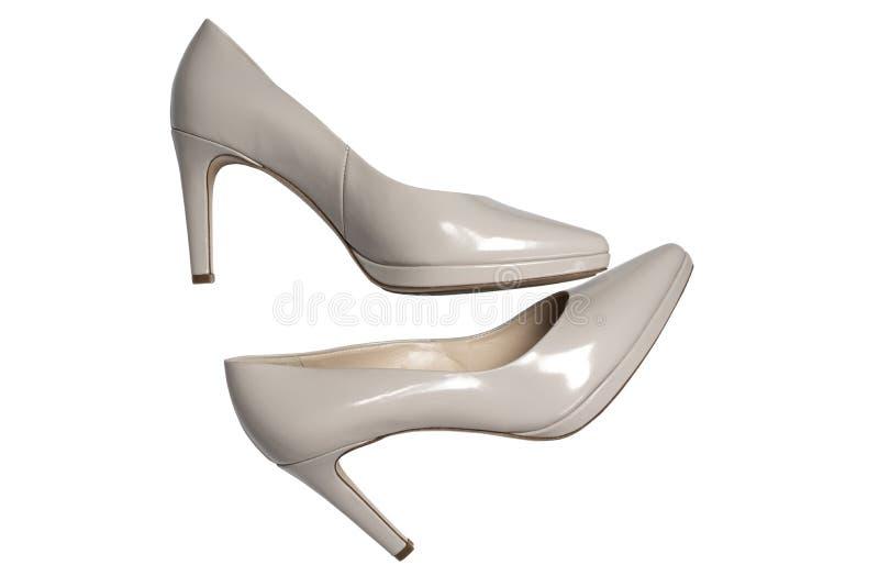 Stilvolle High Heel Schuhe auf weißem Hintergrund, Top-Ansicht Flachlage lizenzfreies stockfoto