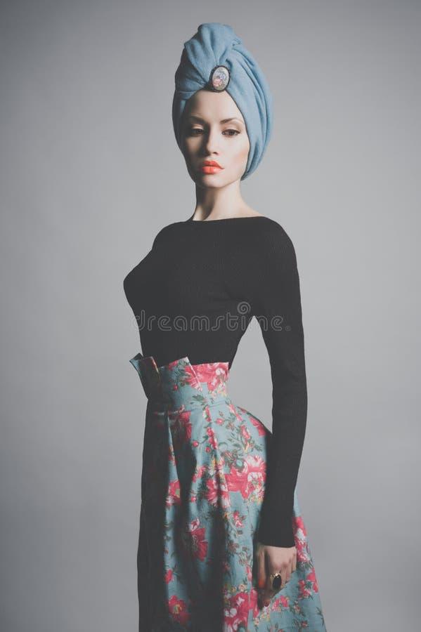 Stilvolle raffinierte Dame lizenzfreies stockfoto