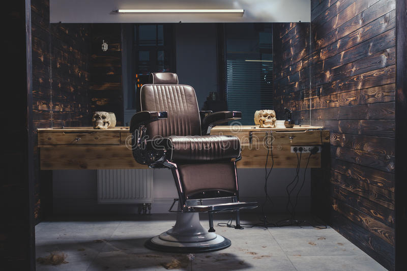 Stilvolle Weinlese Barber Chair lizenzfreie stockfotografie
