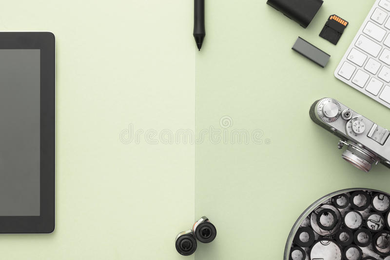 Stilvoller Arbeitsplatz Flache Lage lizenzfreie stockfotos