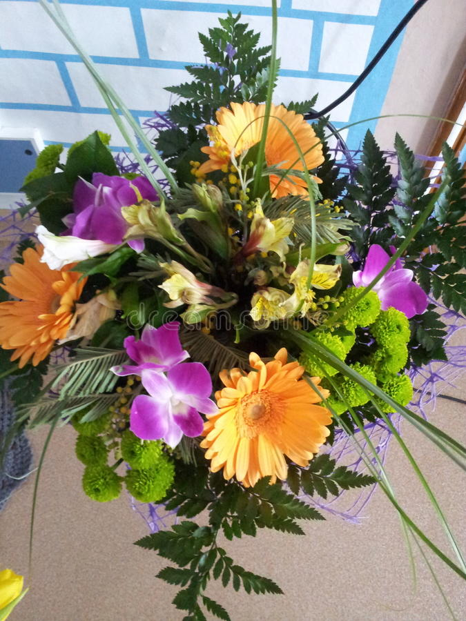 Stilvoller Blumenstrauß lizenzfreie stockbilder