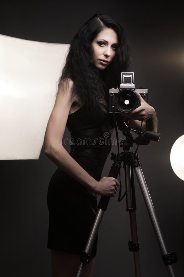 Stilvoller Frauenphotograph lizenzfreies stockfoto