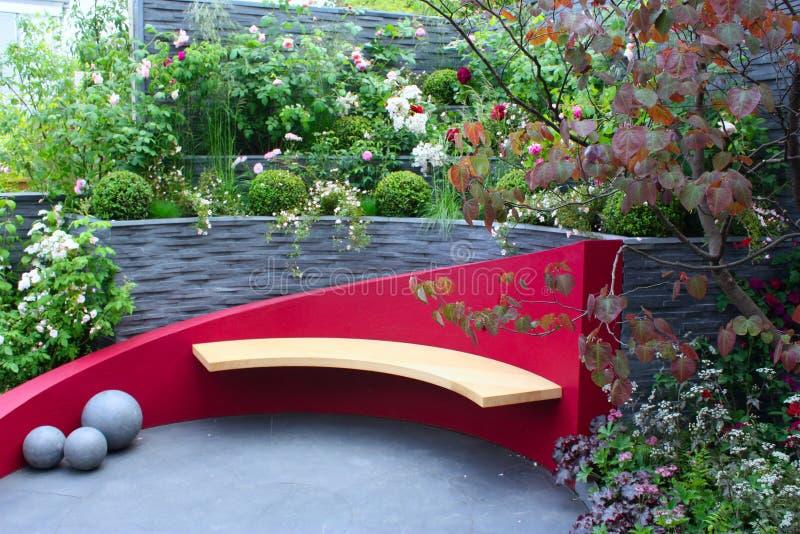 Stilvoller Garten stockbilder