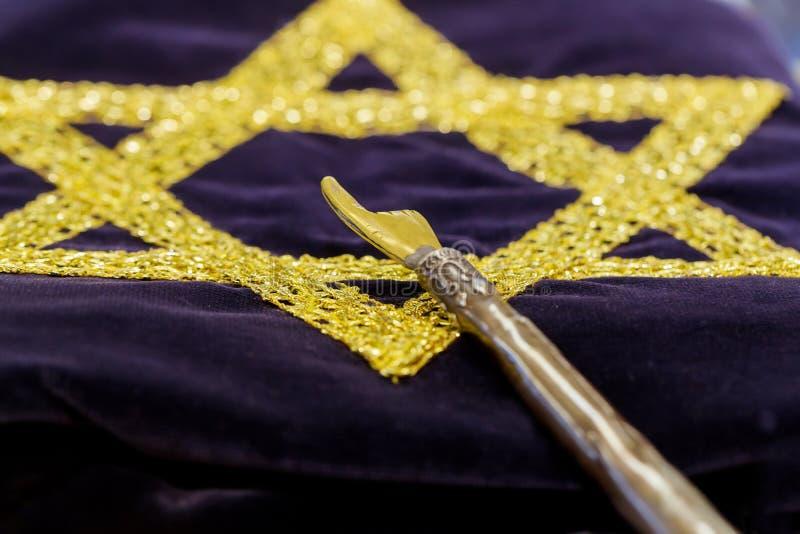 Stilvoller geschnitzter Yad-Zeiger für Ablesentorah lizenzfreie stockfotografie