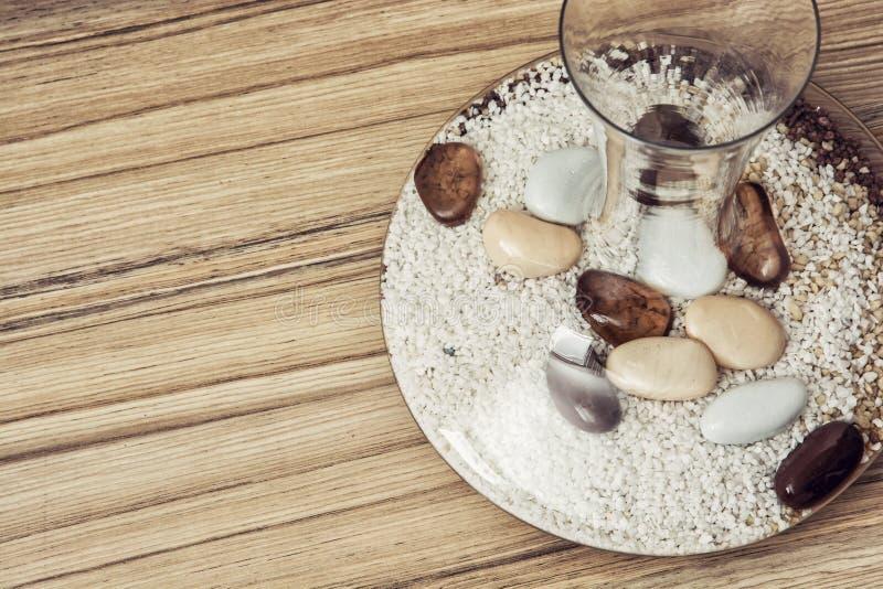 Download Stilvoller Glasvase Voll Dekorative Steine, Innendekoration  Stockfoto   Bild Von Auslegung, Schönheit: