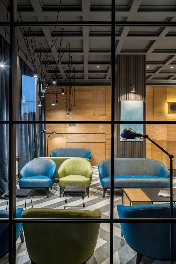Stilvoller Innenraum im Hotel lizenzfreies stockbild