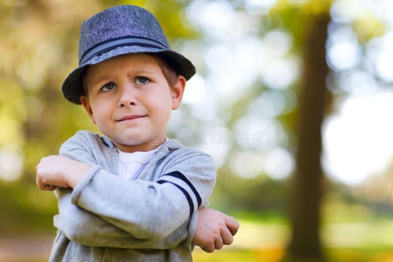 Stilvoller Junge stockfotografie