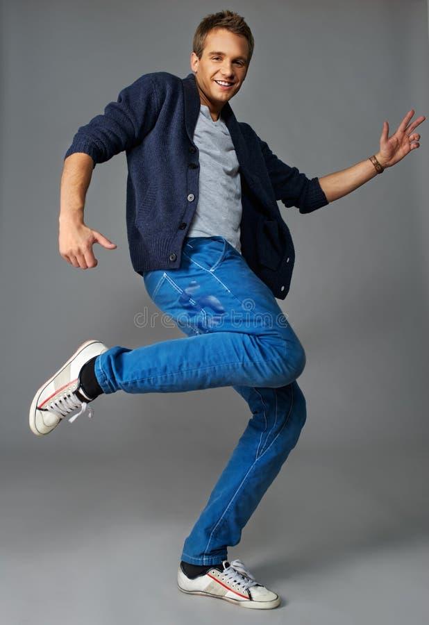 Stilvoller junger Tänzer lizenzfreie stockfotos