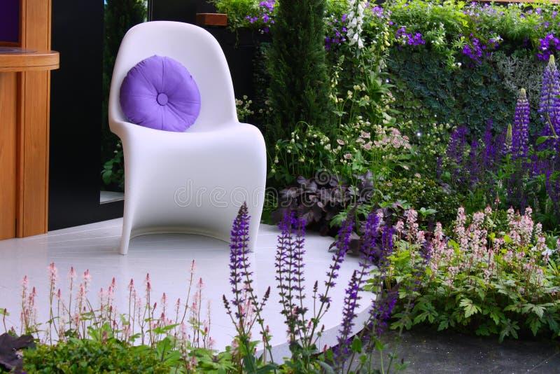 Stilvoller Stuhl stockfotos