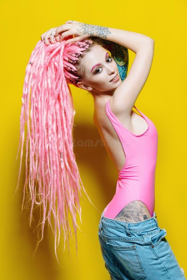Stilvolles Hippie-Mädchen stockbild
