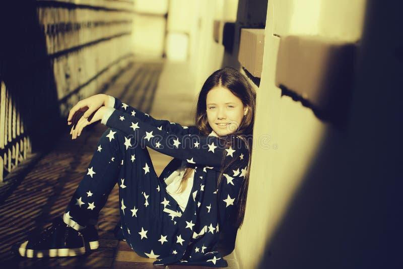 Stilvolles jugendlich Mädchen stockfotografie
