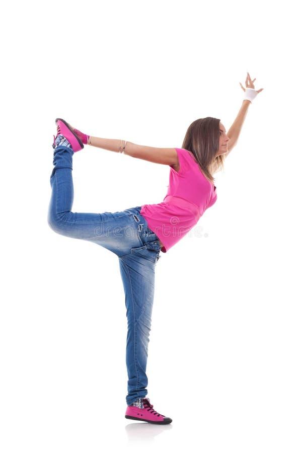 Stilvolles Mädchen, das modernes Ballett tanzt lizenzfreies stockbild