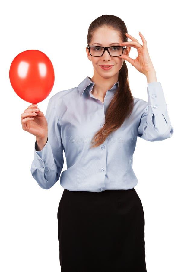 Stilvolles Mädchen mit einem roten Ball lizenzfreie stockfotos
