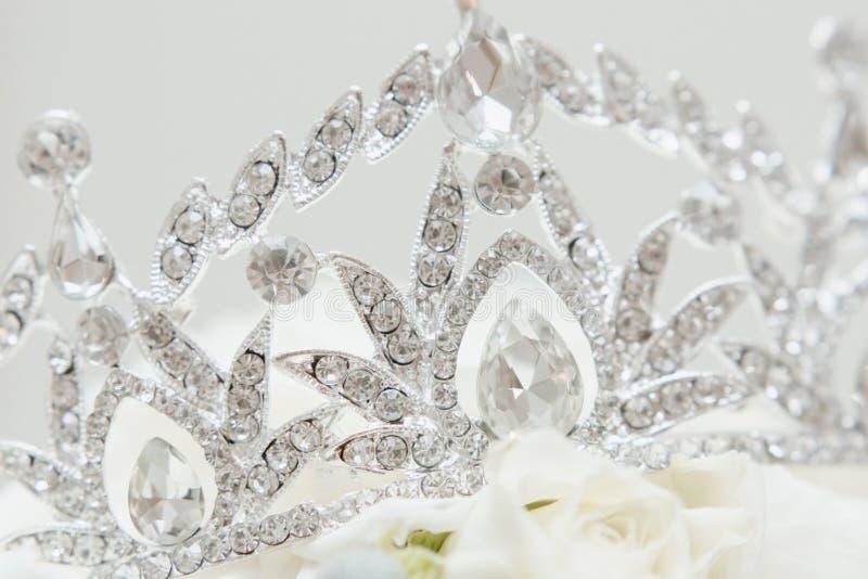 Stilvolles Schmuck-Diadem mit glänzendem Diamanten lizenzfreie stockfotos