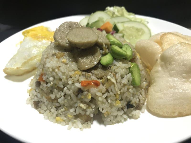 Stinky-boon, zout-Vissen en vleesballetjes gebraden rijst stock afbeeldingen