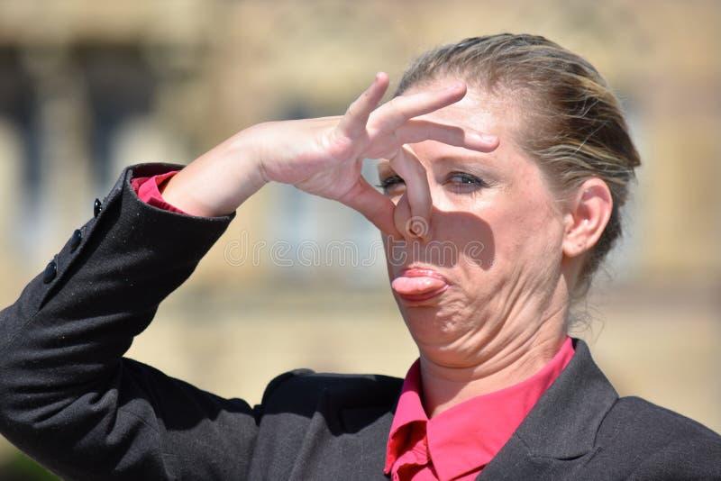 Stinky vuxen affärskvinna royaltyfria foton