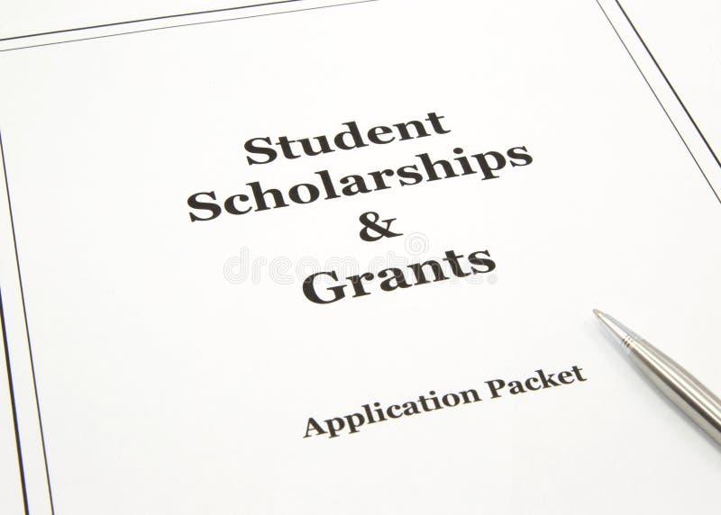 Stipendium und beihilfeantrag-Paket stockfotos