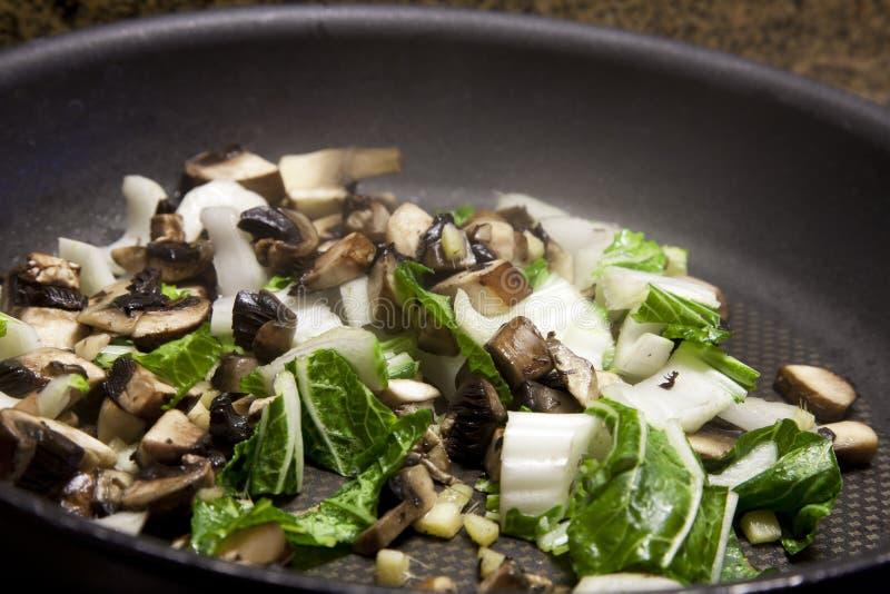 Stir, der Gemüse brät lizenzfreie stockfotografie