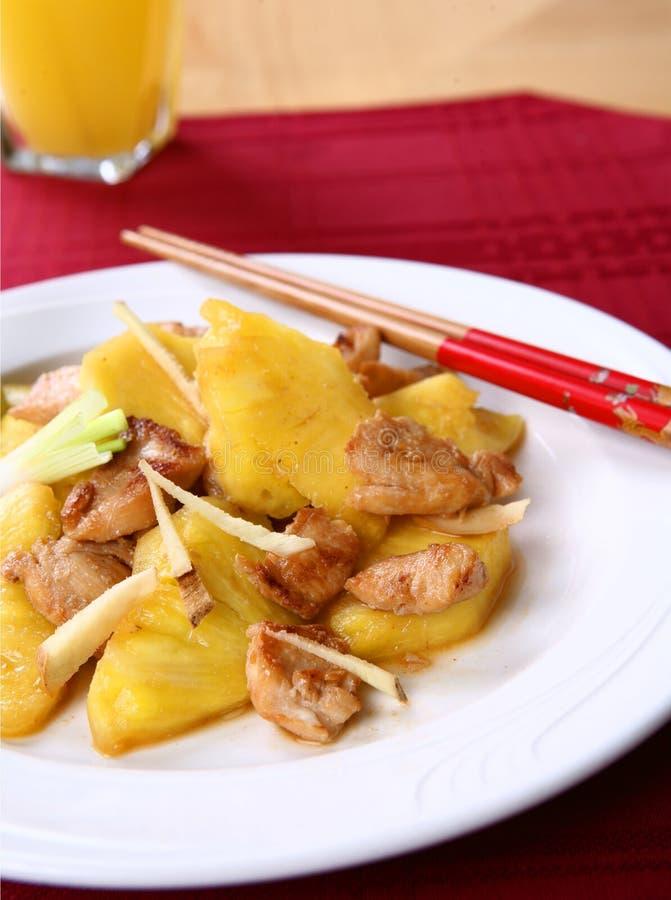 Stir-Fischrogen-Huhn mit Ananas lizenzfreie stockbilder