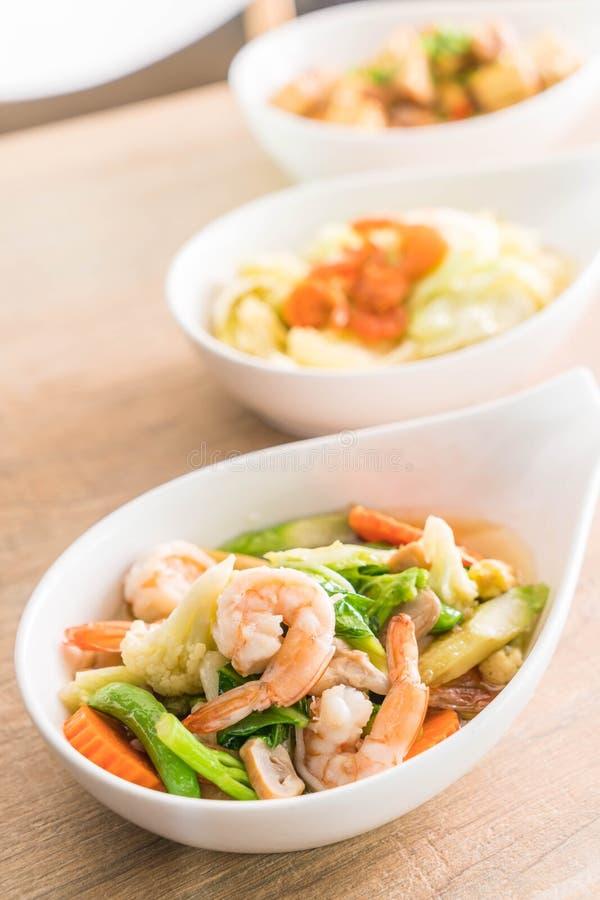 Stir-Fried mezcló verduras en salsa de la ostra con los camarones foto de archivo libre de regalías