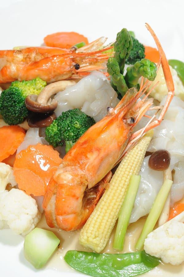 Stir-fried wide rice noodles
