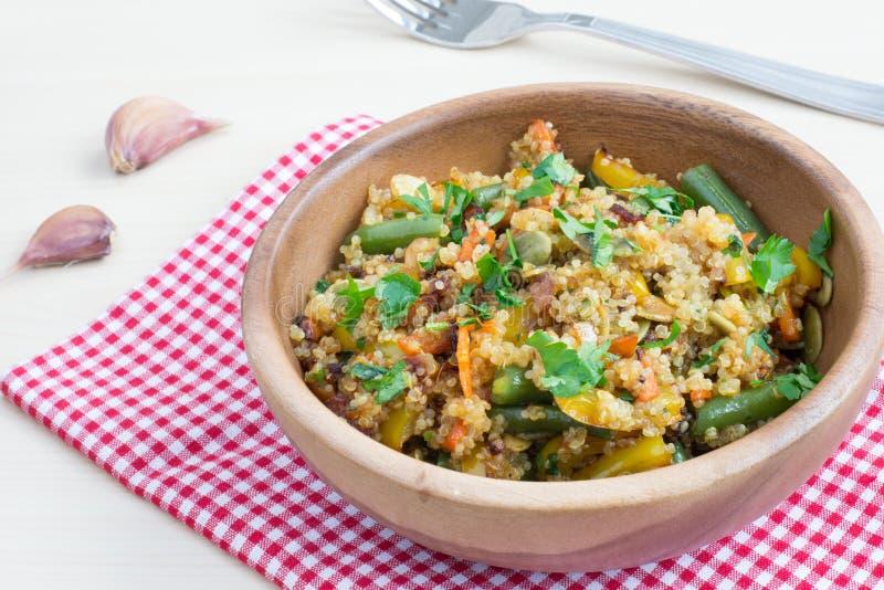 Stir-fritada do vegetariano com quinoa imagem de stock royalty free