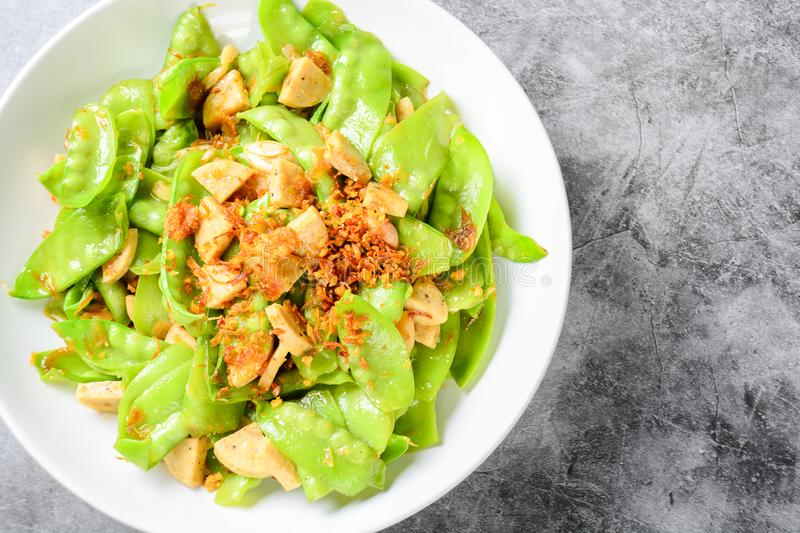 Stir Fry Snow Peas with Vietnamese Grilled Pork Sausage royalty free stock photography