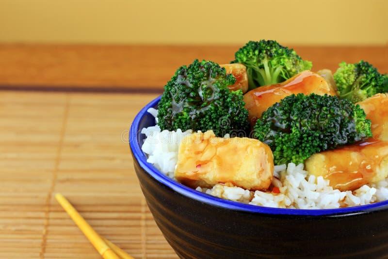 Stir gebratener Tofu und Brokkoli stockfoto