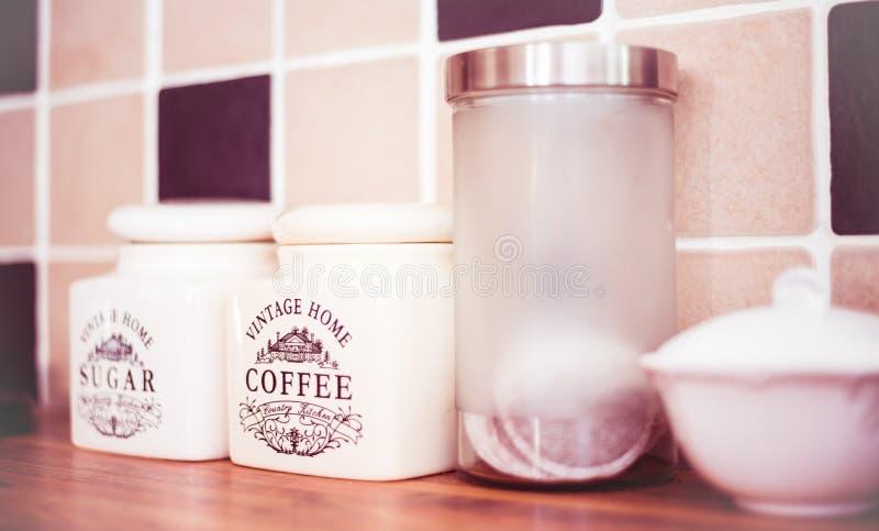 Stirling/Σκωτία - 7 Ιουλίου 2019: Εμπορευματοκιβώτιο καφέ για το εκλεκτής ποιότητας σπίτι στην κουζίνα στοκ φωτογραφία με δικαίωμα ελεύθερης χρήσης