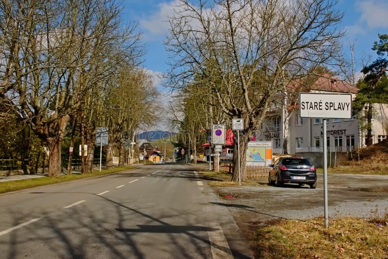 Stirrande Splavy, Tjeckien - mars 06, 2019: svart bilOpel Astra ställning i by av den Machuv krajregionen arkivbild