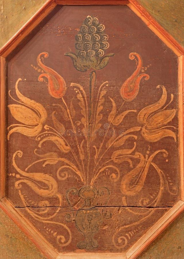 Stitnik - Detail des Floramotivs auf Renaissancebank in der gotischen evangelischen Kirche in Stitnik stockbilder
