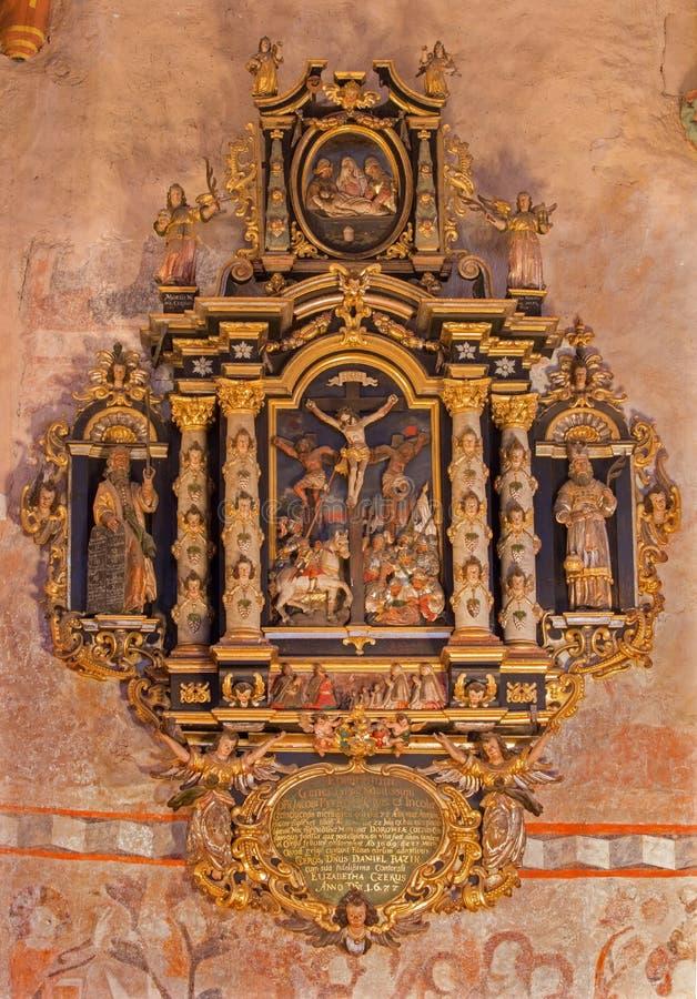 Stitnik - Renaissance-barocker Epitaph vom Presbyterium der gotischen evangelischen Kirche in Stitnik mit dem Kreuzigungsmotiv lizenzfreies stockbild