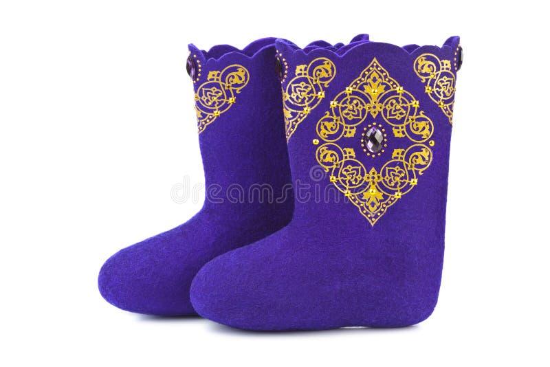 Stivali del feltro con l'ornamento immagini stock