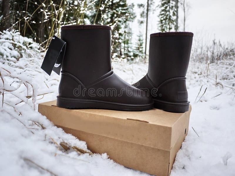 Stivali del ugg delle donne Dettagli, primo piano, tempo di inverno e stivali caldi immagine stock libera da diritti