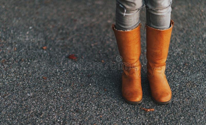 Stivali di cuoio alti di Tan immagine stock