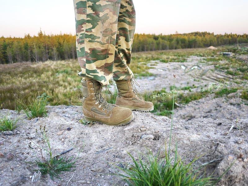 Stivali militari per gli uomini Sono usati per i militari e le forze speciali dell'attrezzatura particolari fotografia stock libera da diritti