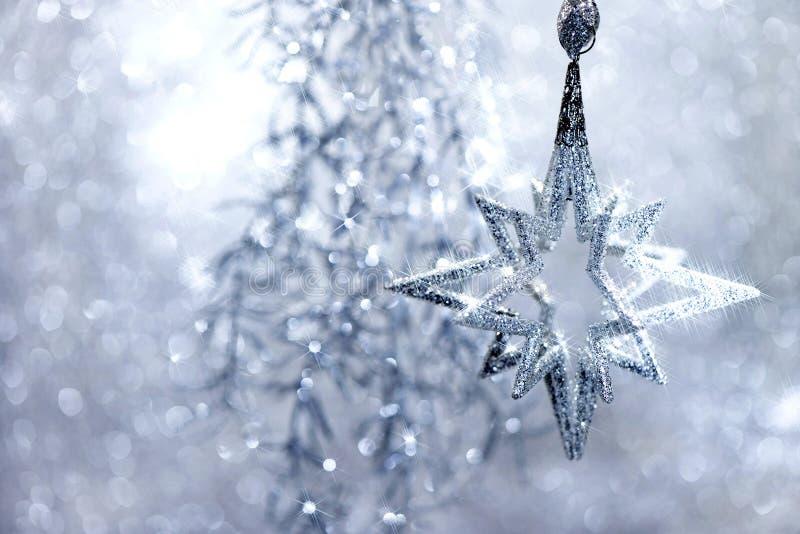 Stjärna för julDecoraion silver med magiska ljus arkivfoto