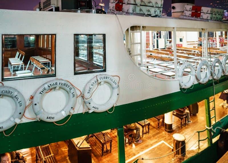 Stjärnafärjan är en operatör för passagerarfärjaservice i Hong Kong som transporterar passagerare över Victoria Harbour royaltyfri bild