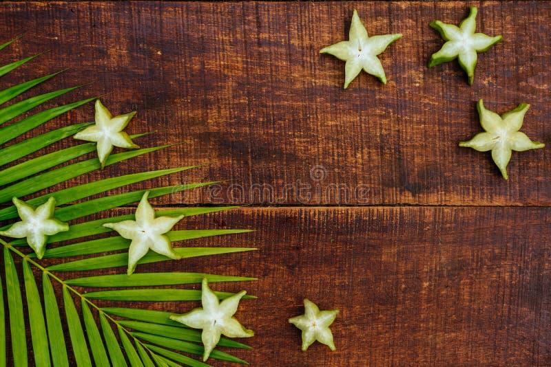 Stjärnafrukt, starfruit eller stjärnaäpple arkivbild