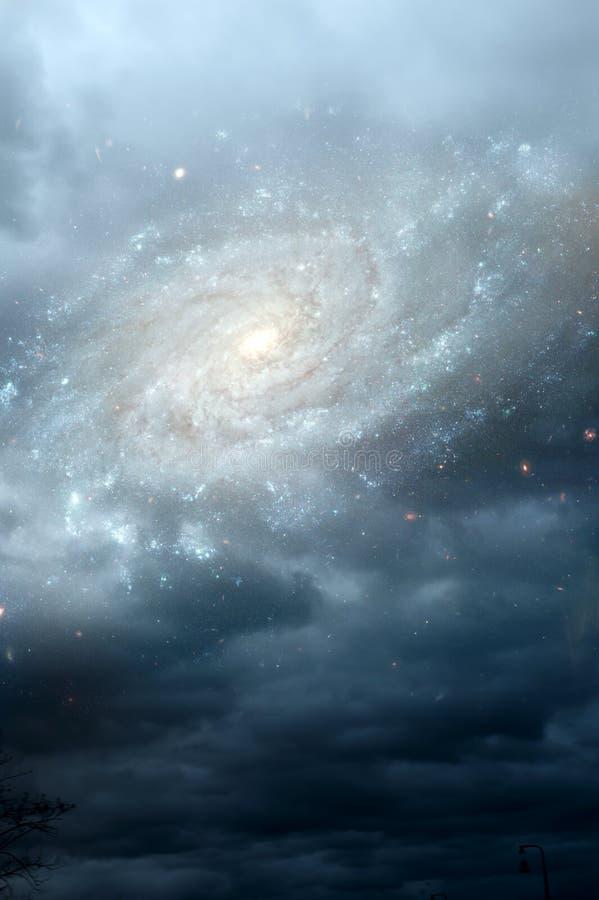 Stjärnagalax och molnig himmel som gudomlig, för mystiker, magisk och esoterisk och andlig bakgrund för ängel, royaltyfri fotografi