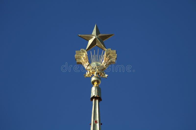 Stjärnan överst av kultur Pavillion i VDNH VVC, Moskva royaltyfria bilder