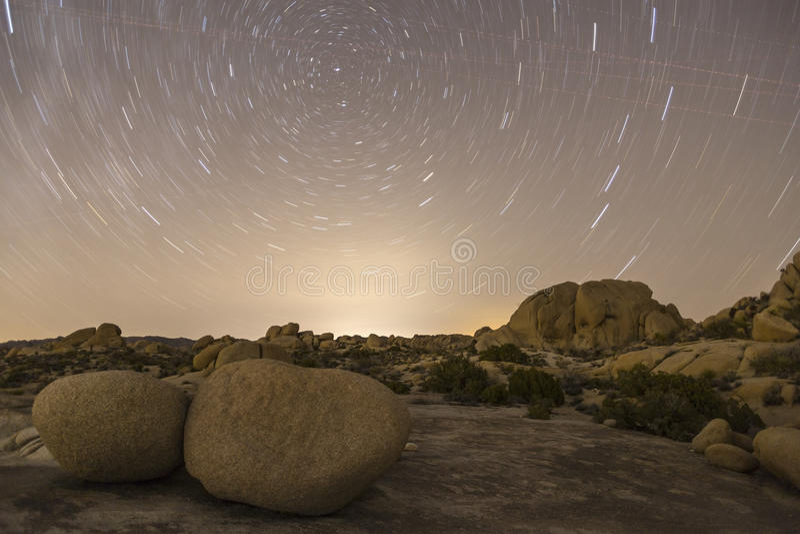 Stjärnan Lit för natten för nationalparken för den Joshua treen landskap royaltyfri fotografi