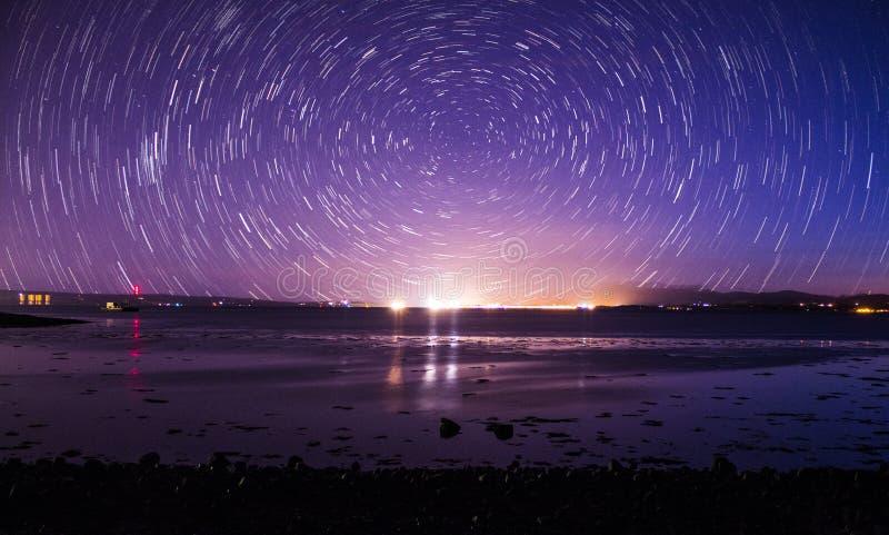 Stjärnaslinga över stranden royaltyfri bild