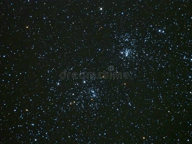 Stjärnor för natthimmel dubblerar klungaPerseus konstellation arkivfoto