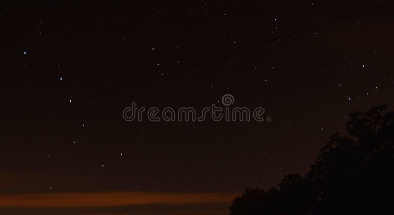 Stjärnor och norrstjärna, polstjärnan Stor skopa Ursa Major arkivfoton