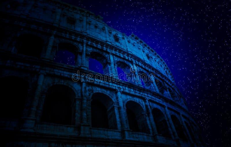 Stjärnor ovanför Colosseum arkivbild