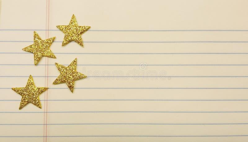 Stjärnor på anteckningsbokpapper arkivfoton
