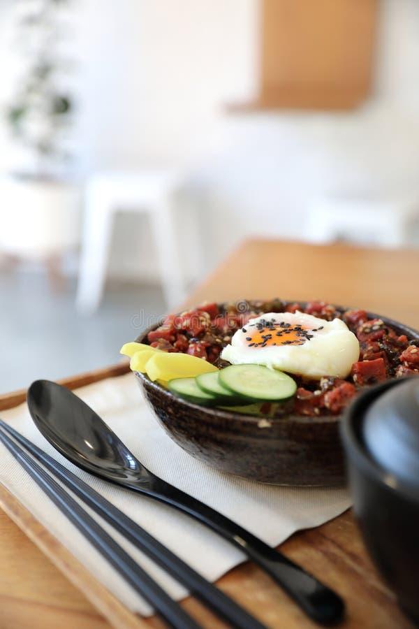 Stku tuńczyk na ryż z jajecznym Japońskim stylem zdjęcie royalty free